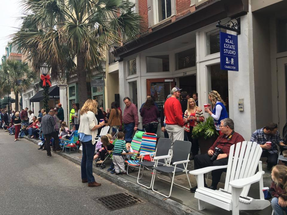 Life Out Loud, Christmas, Historic Charleston, Charleston, Robin Gibson, Street, People, Parade, Picture, Traci Mangus, Inspired Living, Lowcountry, Lifestyle